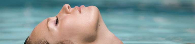 girl-in-relaxing-pool